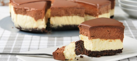 Tarta-de-queso-y-mousse-de-chocolate-1-527x235