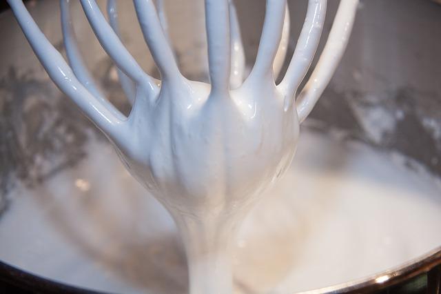 montar claras de huevo con bicarbonato