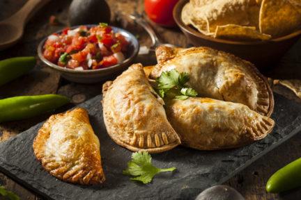 Receta El Vesubio: Empanadillas de queso feta y calabacín
