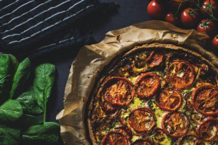 Receta El Vesubio: Quiche de tomate, queso feta y albahaca